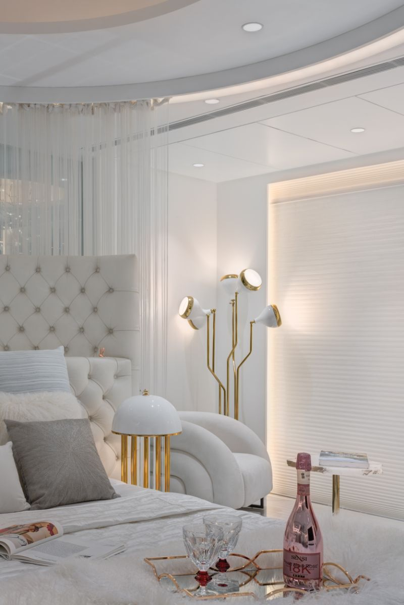 Luxurious bedroom featuring the Hanna Lamp from DelightFULL